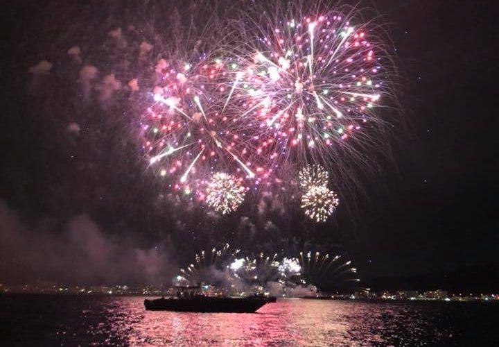 逗子花火をヨットから眺めました。
